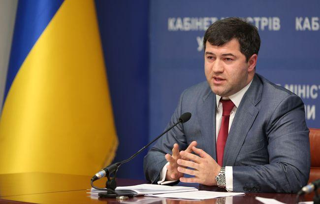 ВКропивницком навзятке в 100 тыс. грн задержали 2 налоговиков