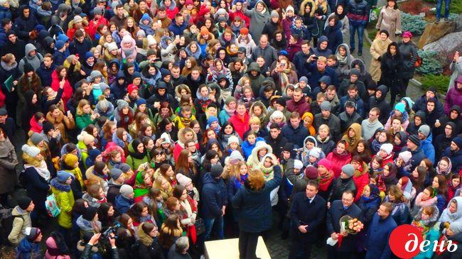 ВВиннице тысяча человек спели «Щедрык»: появилось впечатляющее видео