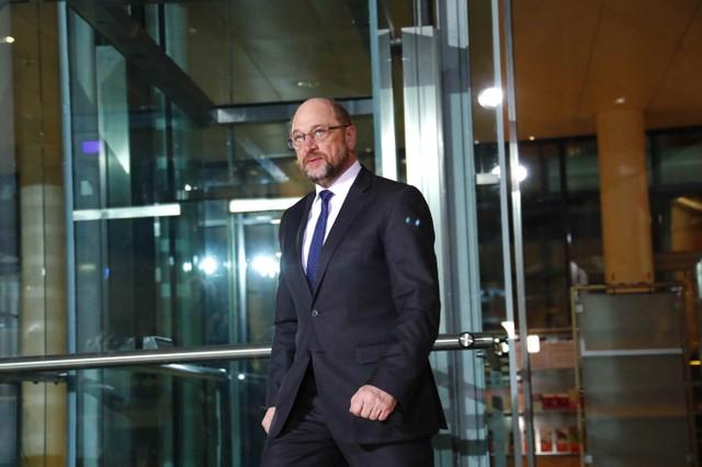 Германские  СМИ проинформировали , что Шульц немедленно оставляет  пост руководителя  СДПГ