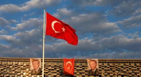 Турция остановила  политконтакты сНидерландами изапретила заезд  послу