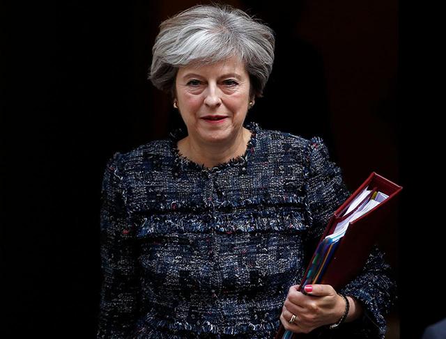 Действия Мэй вситуации сСирией поддерживает приблизительно  четверть британцев— Опрос