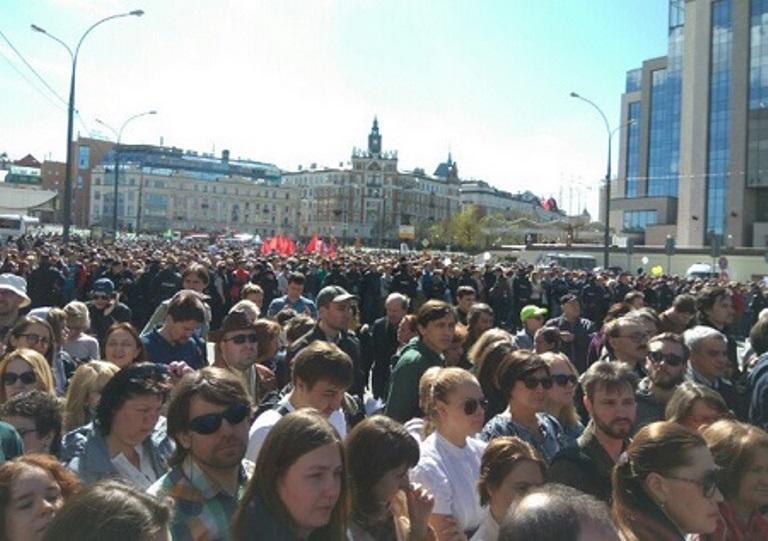 УМоскві 20 тис. росіян мітингують проти знесення п'ятиповерхівок