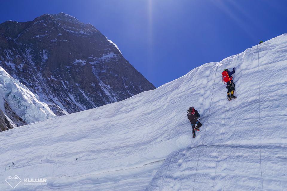 Безногий 70-летний китаец покорил Эверест