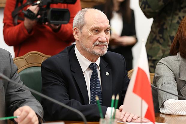 Міністри оборони Польщі таУкраїни домовляться про військову співпрацю