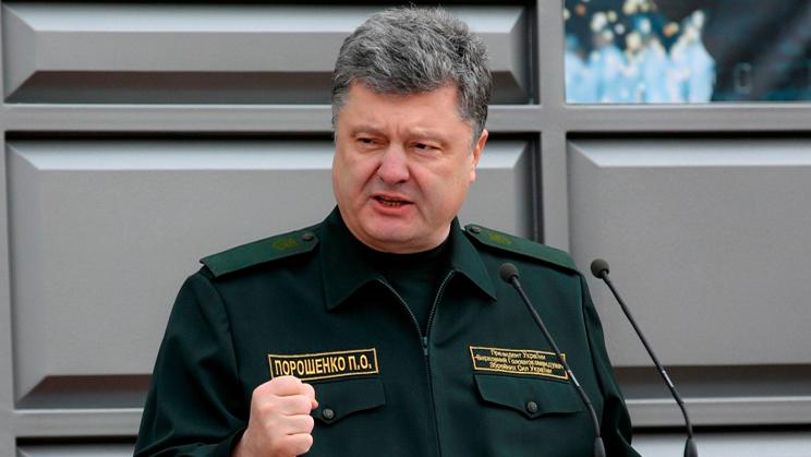 Порошенко приостановил мобилизацию иобъявил опереходе наконтрактную армию