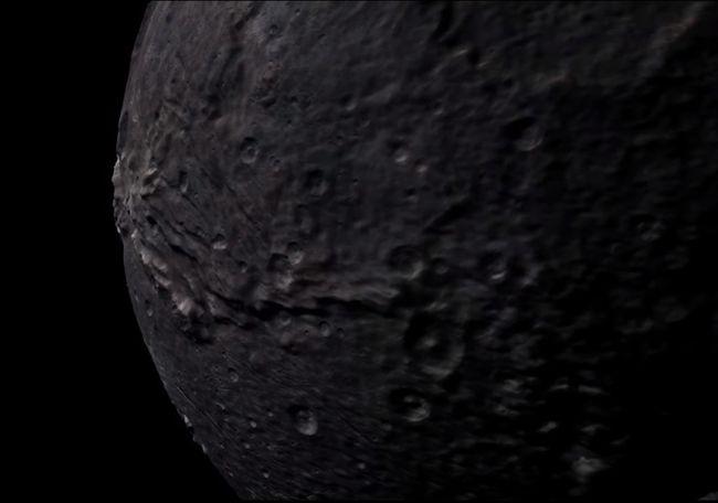 NASA показало полет зонда New Horizons над поверхностью Плутона иХарона