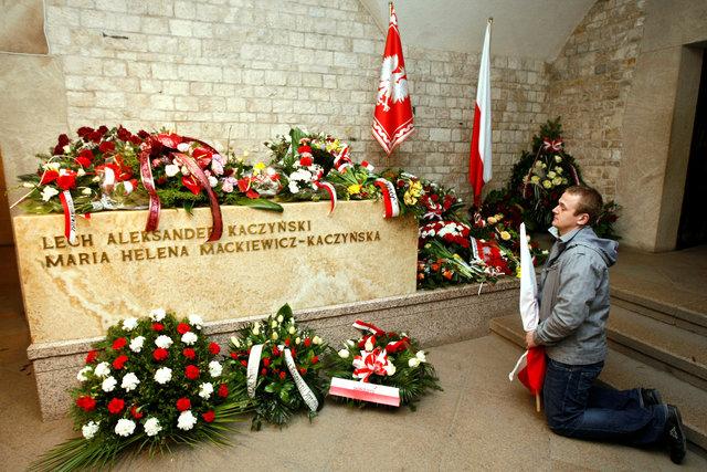 ВПольше провели эксгумацию тел Леха Качиньского иего супруги Марии