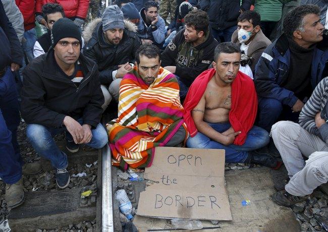 ЕСпригрозил Польше иВенгрии санкциями вслучае отказа отприёма беженцев