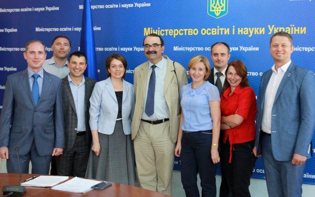 ВУкраинском государстве молодым ученым выделят 12 млн грн нанаучные исследования