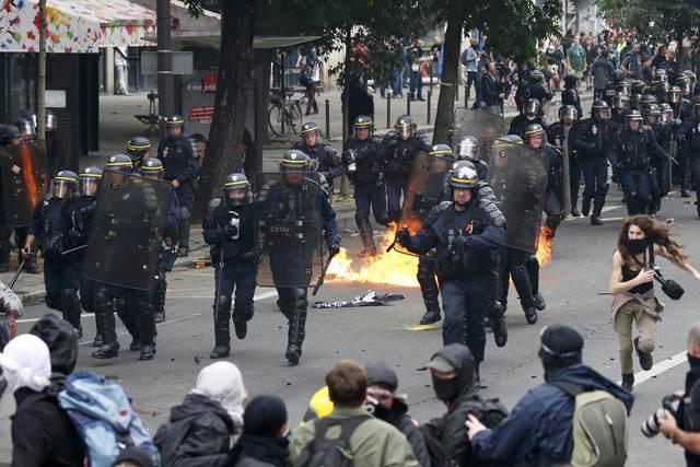 Десятки раненых изадержанных— «Майдан» встолице франции