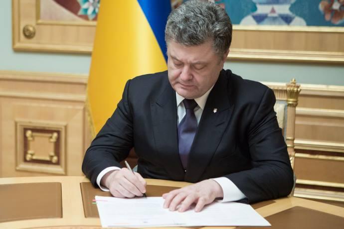 Президент України Петро Порошенко підписав закон про захист ошуканих  вкладників банків. Президент підписав закон