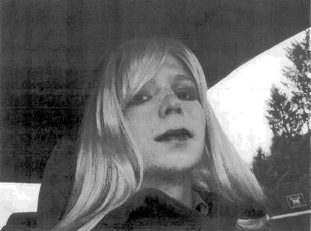 Трансгендера-інформатора WikiLeaks випустили з в'язниці на28 років раніше