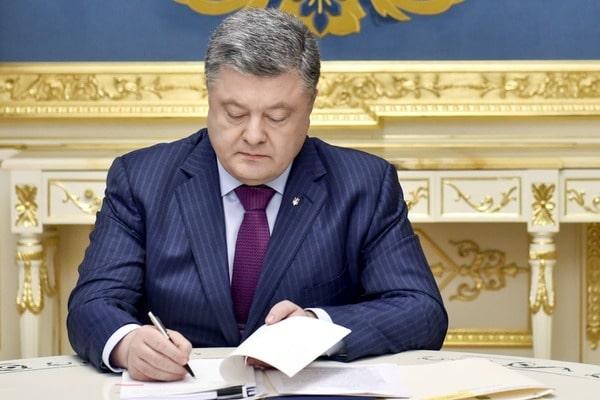 Президент України Петро Порошенко ввів посаду прокурора зі зв язків для  Євроюсту a21836f3ddb72