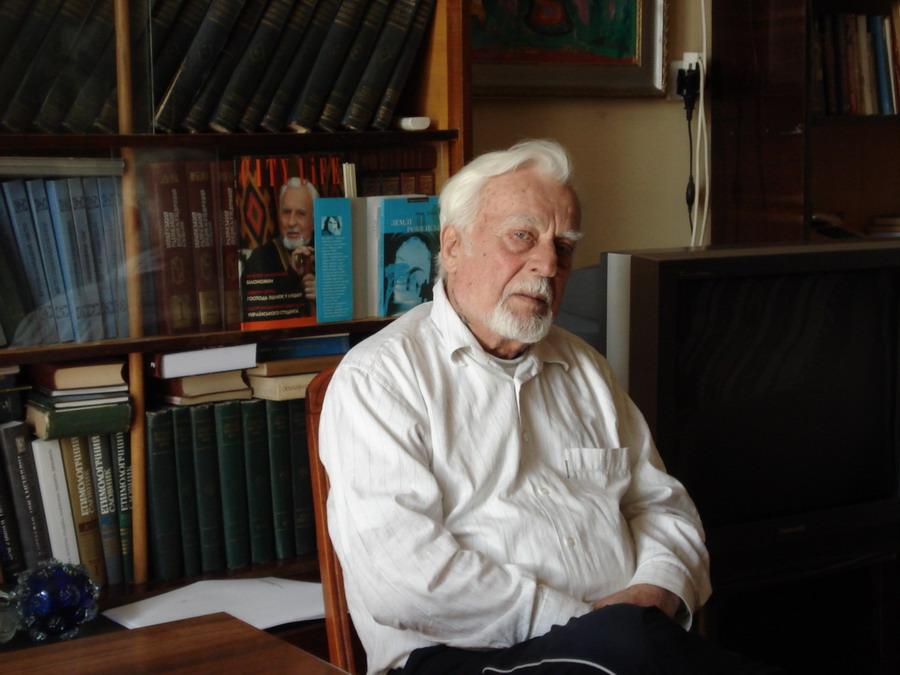 Скончался известный украинский писатель Роман Иваничук