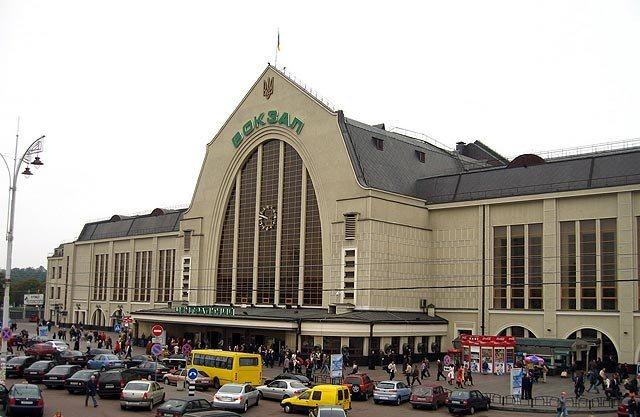 «Укрзализниця» скоро установит на вокзалах терминалы для продажи билетов