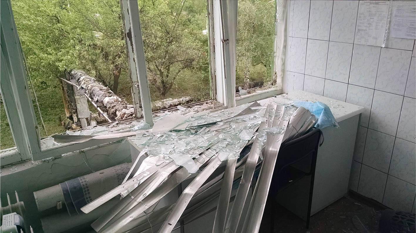 В итоге обстрела боевиков пострадала УглегорскаяТС