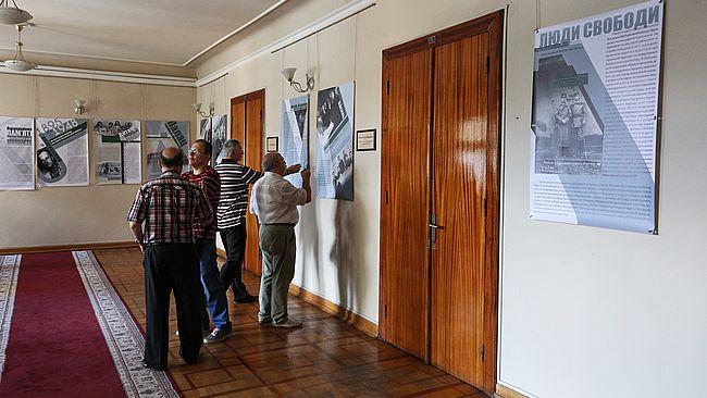 У будівлі Львівської облдержадміністрації на другому поверсі відкрилася  банерна виставка українському військовому діячу 3f8bdc92589a1