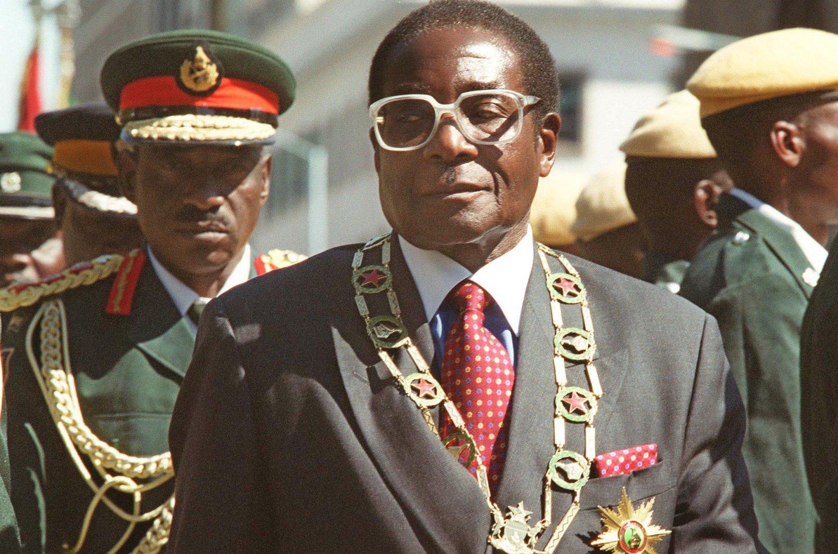 Правящая партия Зимбабве призвала президента страны уйти вотставку