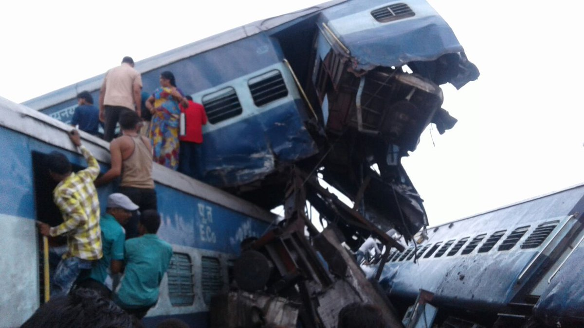 ВИндии поезд сошел срельсов: покрайней мере  20 погибших