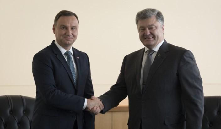 Порошенко объявил ободобрении США поставок вгосударство Украину оружия наполмиллиарда долларов
