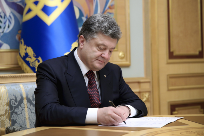 Порошенко создал военно-гражданские администрации вДонбассе