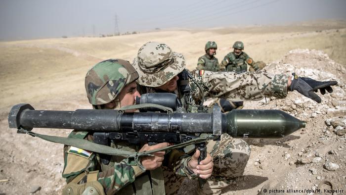 Министр обороны ФРГ призвала продлить мандат бундесвера вАфганистане