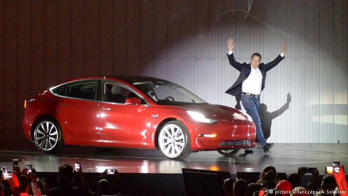 Ілон Маск розповів про потужну Tesla Model 3 здвома моторами