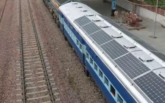 В Індії запустили перший поїзд насонячних батареях