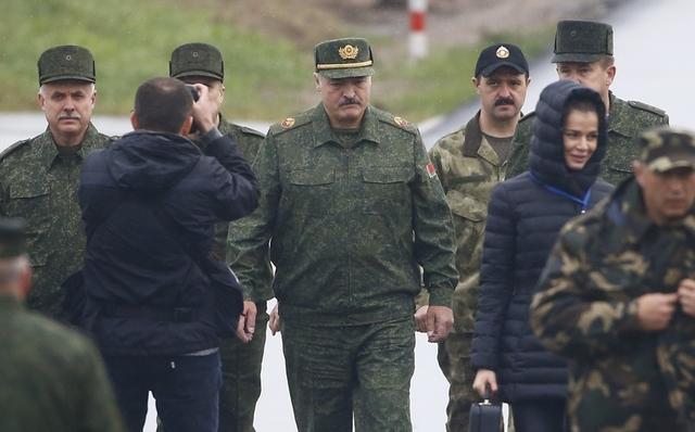 Турчинов: Лукашенко непоехал кПутину из-за вызывающего поведения русских военных
