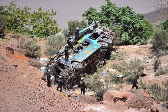 ВПеру автобус впав з200-метрової висоти, 30 осіб загинули