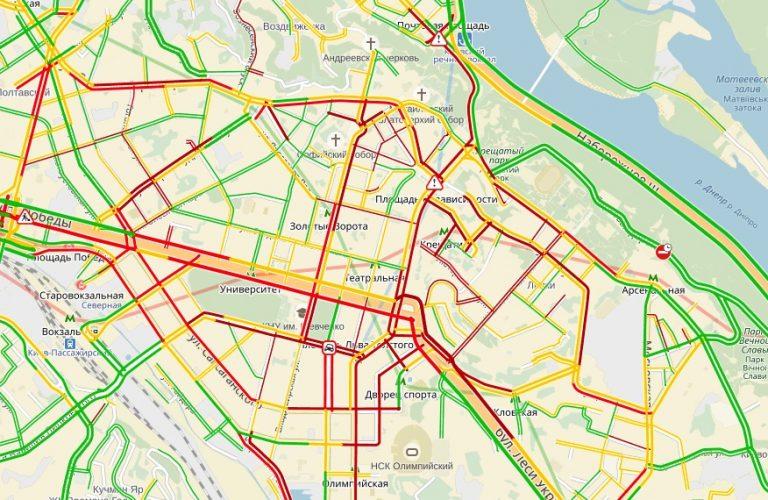 Центр украинской столицы парализовали 7-балльные пробки