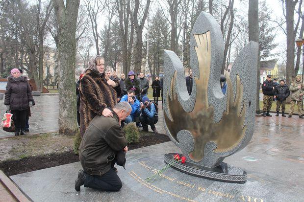 В Киеве на Байковом кладбище установили памятник актеру Богдану Ступке - Цензор.НЕТ 9186