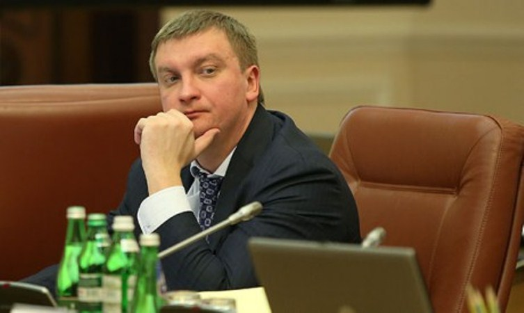 Команда Януковича затри роки вкрала $40 млрд доларів,— Петренко