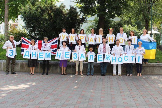 Видеопоздравление сотрудников посольства Великобритании с25-летием Независимости Украины