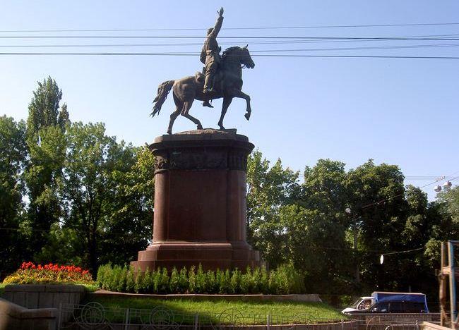ОУНовцы грозятся свергнуть монумент Щорсу вКиеве наДень Независимости