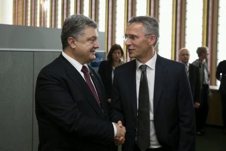 Столтенберг: НАТО поддерживает позицию Украины попродлению санкций противРФ