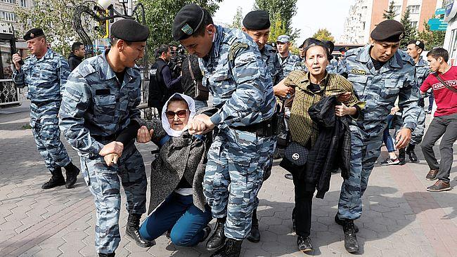 В Казахстане во время протестов против китайского влияния полиция задержала десятки людей