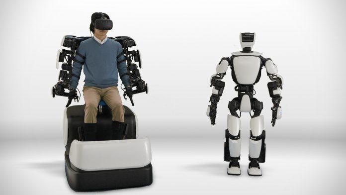 Toyota создала человекоподобного робота, имитирующего движения рук и ног пользователя