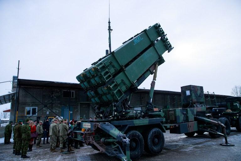 Военнослужащие США представили вТаллинне ракетную установку Патриот