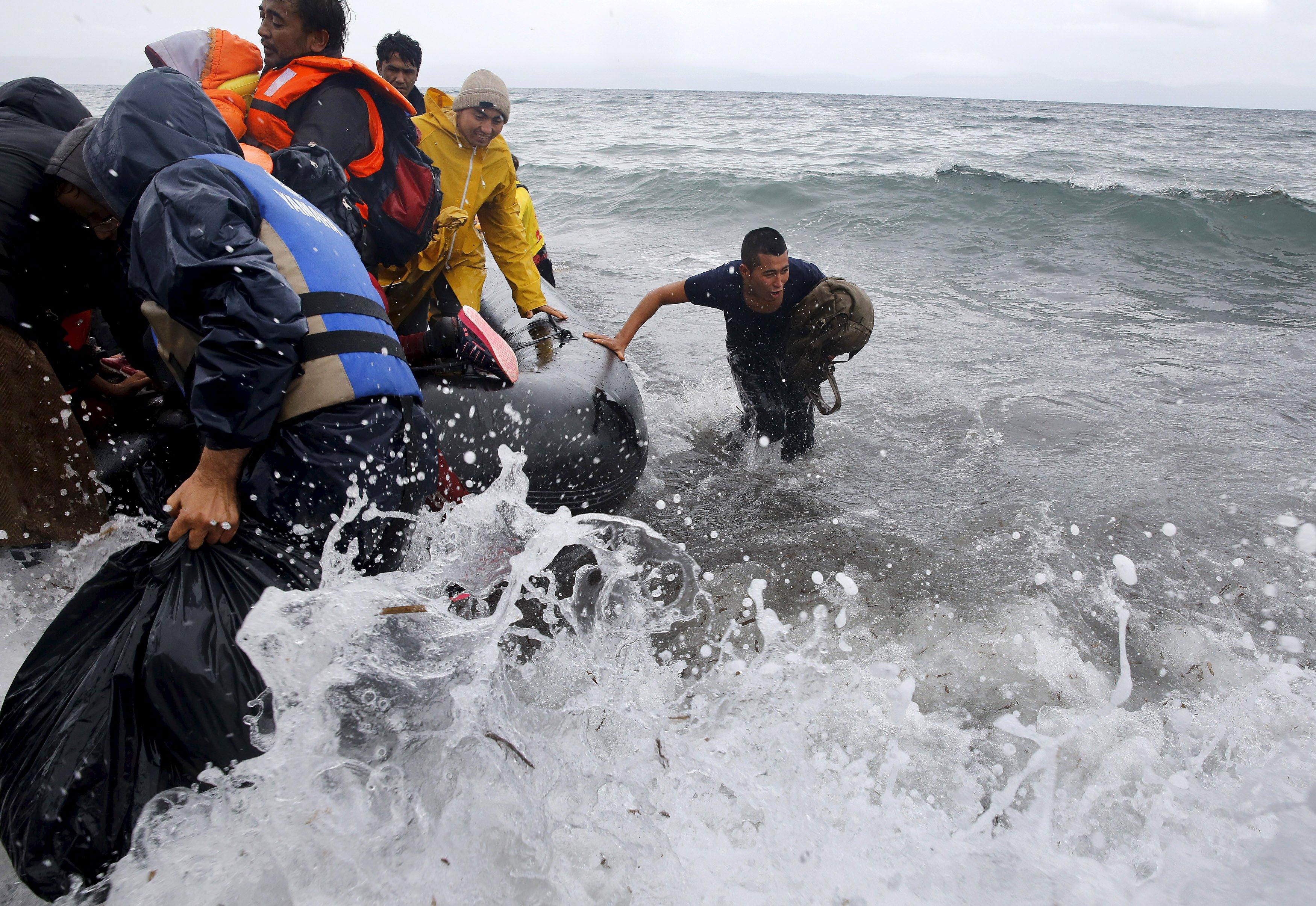 Уберегов Ливии затонула лодка смигрантами, 97 человек пропали