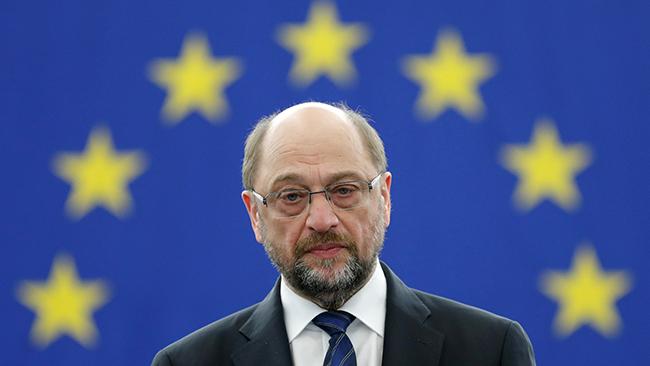 Конкурента Меркель обвинили вмахинациях