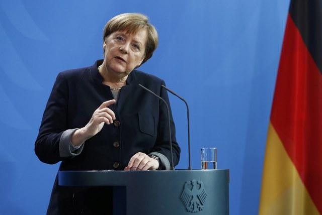 Трамп выставил Меркель счет на300 млрд фунтов зауслуги НАТО