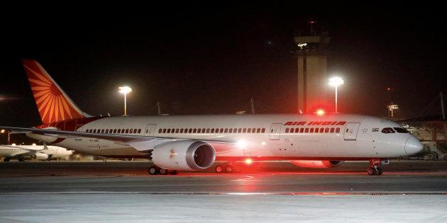 Впервый раз пассажирский самолет пролетел вИзраиль над Саудовской Аравией