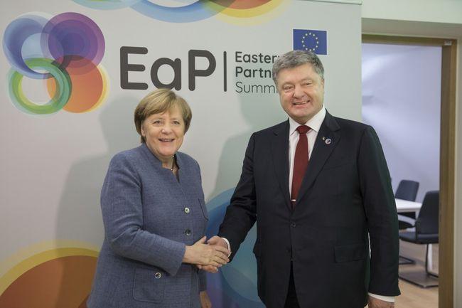Загострення наДонбасі: Порошенко і Меркель обговорили план дій