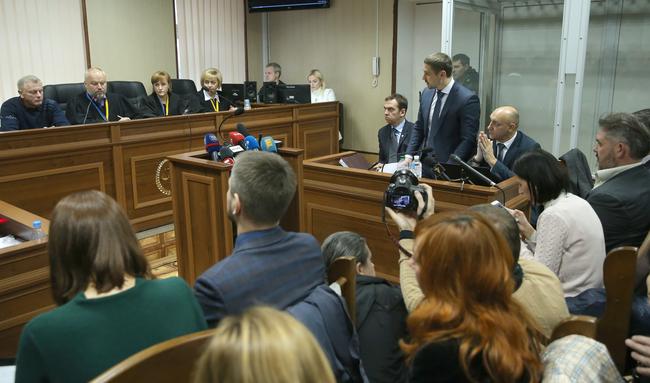 Уволился судья Камбулов, который должен был рассматривать дела экс-президента Януковича