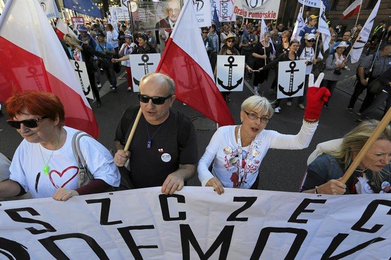 ВПольше тысячи людей вышли наакции протеста