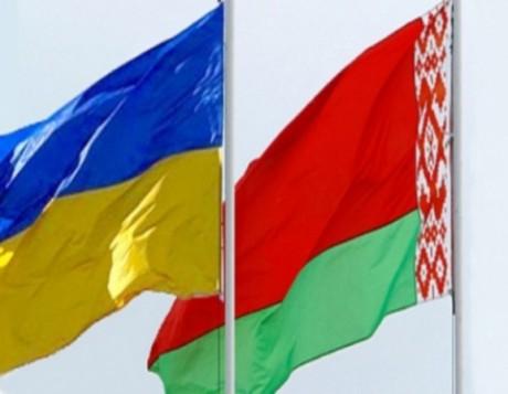 Українцям рекомендують перетинати білорусько-російський кордон лише літаками