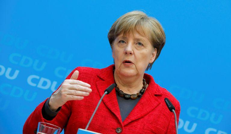 Меркель обсудит коалицию совсеми, кроме праворадикалов