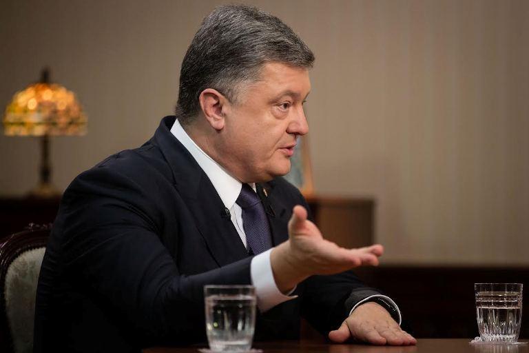 Порошенко просит предпринимателей поднять украинцам заработную плату на20-30%