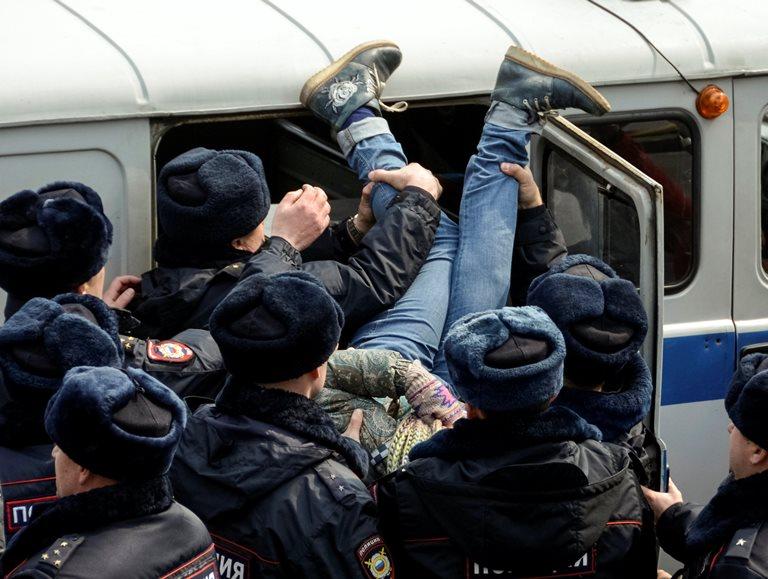 Число задержанных намитинге оппозиции в столице России превысило 500 человек